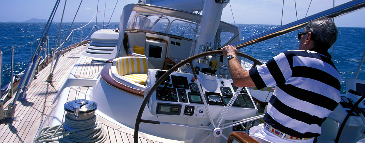 Motor Boat and Sail Foto  2